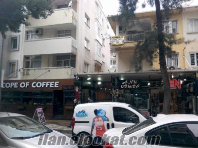 Devren Küçükpark ta Starbucks Cafe Karşısı büyük dükkan