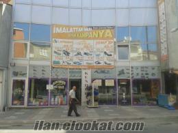 Tuzlada ayakkabı mağazası
