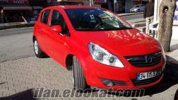 Bayrak kırmızısı Opel Corsa bayandan