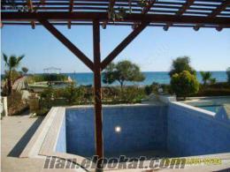 Mersinde sahibinden satılık yazlık özel yüzme havuzlu klimalı beyaz eşyalı