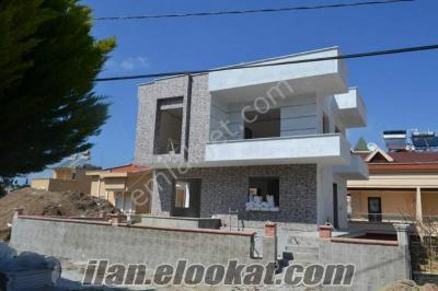 Mavişehirde denize sıfır lüks satılık villa