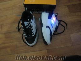 hem ışıklı hem tekerlekli spor ayakkabılar