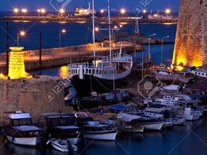 Kıbrıs' a tatile gideceğim bir veya 2 bayan ( otel odasını paylaşacağım ) arkadaş arıyorum.