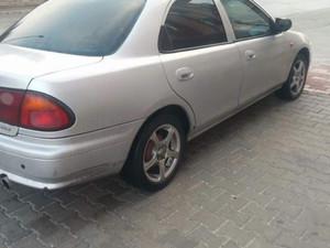 1998 yil Mazda 323 1.8