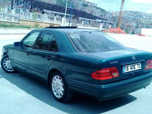 Mercedes E 200 sunroof+klima