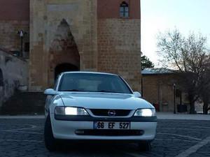 1998 yil Opel Vectra 2.0 GLS