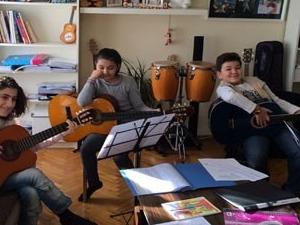 profesyonel hocadan gitar kursu çocuk ya da büyük